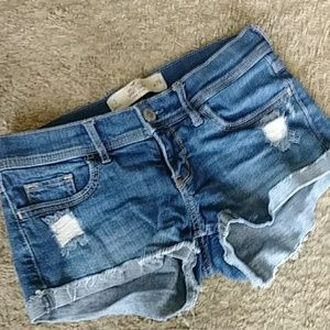 1HRSALE!Hollister distressed shorts. Like New